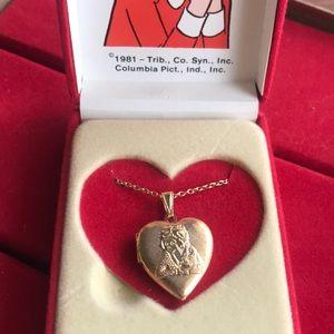 1981 LITTLE ORPHAN ANNIE locket necklace 14k gold